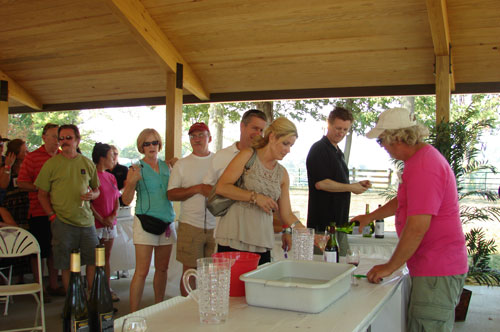 Lee Klingshirn of Klingshirn Winery pours a taste