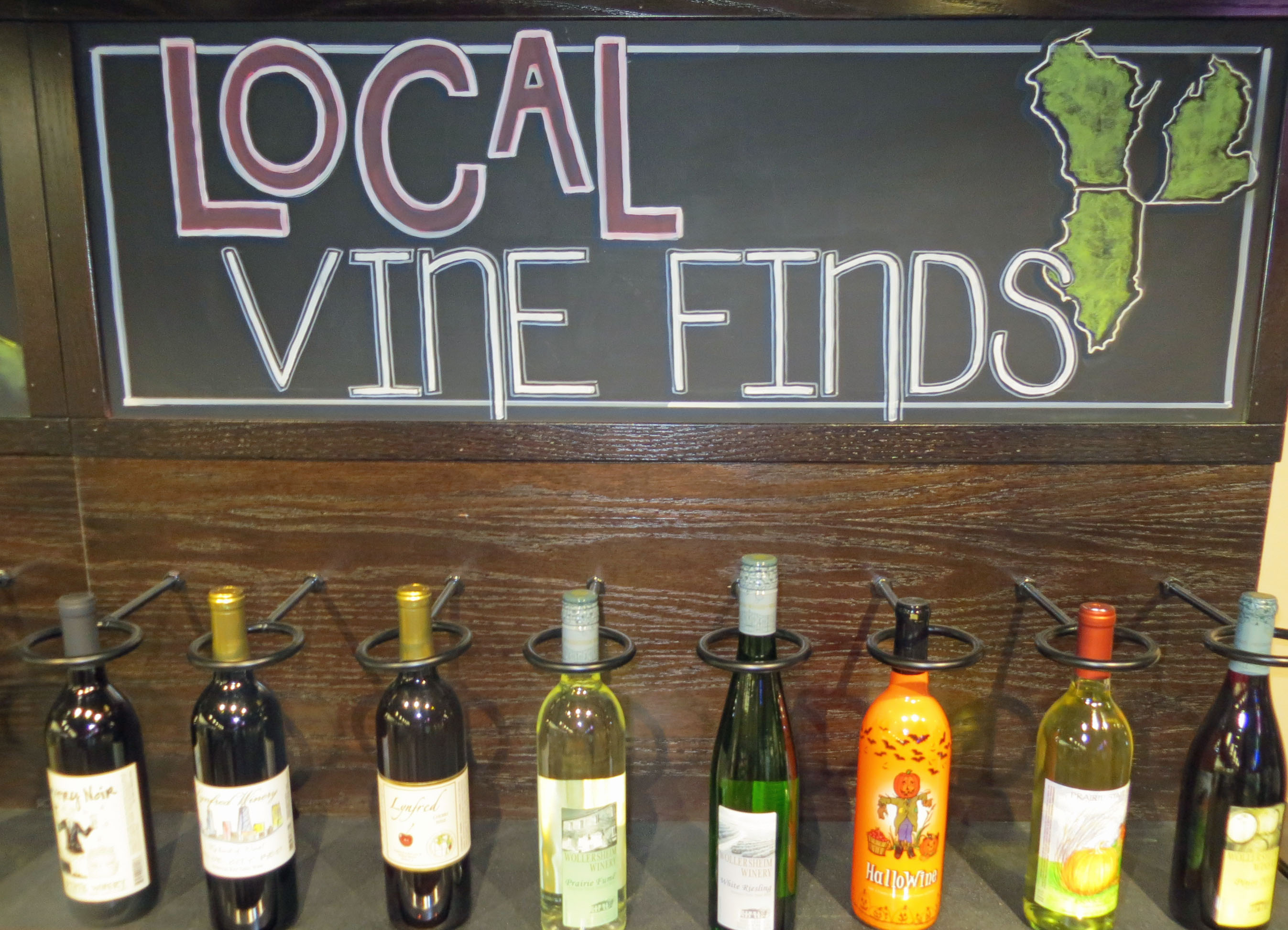Glass Wine Bottles Still Favored by Consumers – Midwest Wine